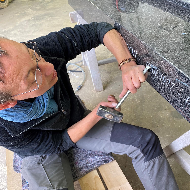 Graveur sur pierre - La gravure manuelle