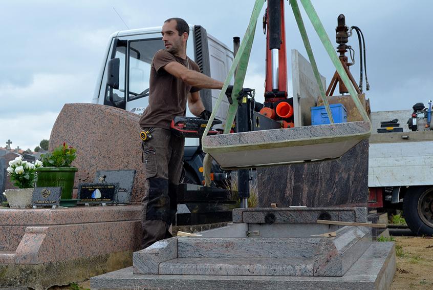 Marbrier funéraire - Pose d'un monument