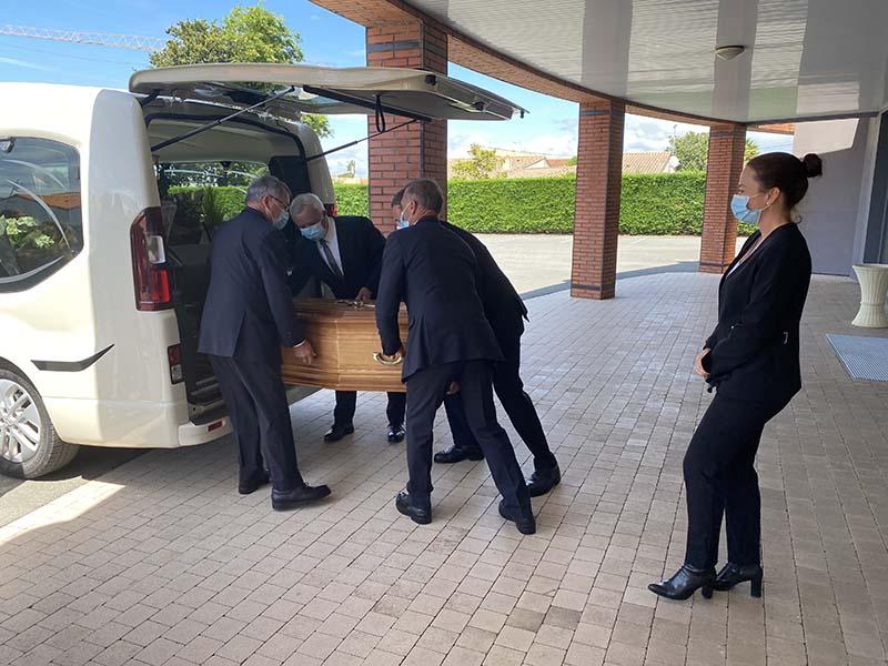 Métier du funéraire - Le porteur-chauffeur