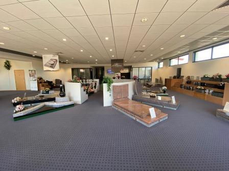 Salle exposition monuments funéraires