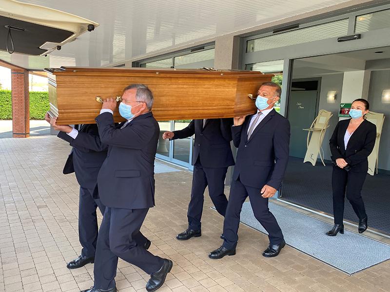 Les métiers du funéraire : le maître de cérémonie